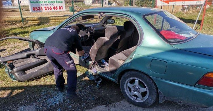 Kaza sonrası araç içinde sıkıştı!