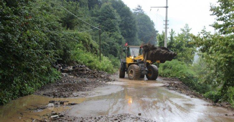 Su taşkını köy yollarını kapattı!