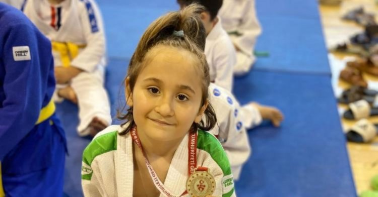 Minik judocular minderde!