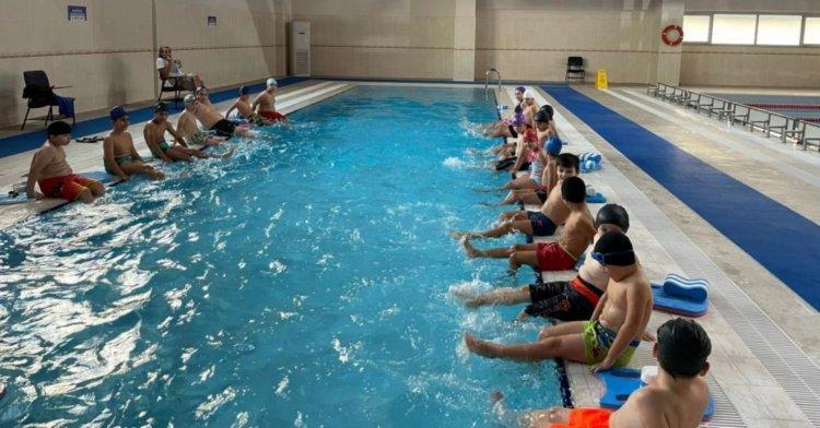 Okuldan sonra yüzmeye!