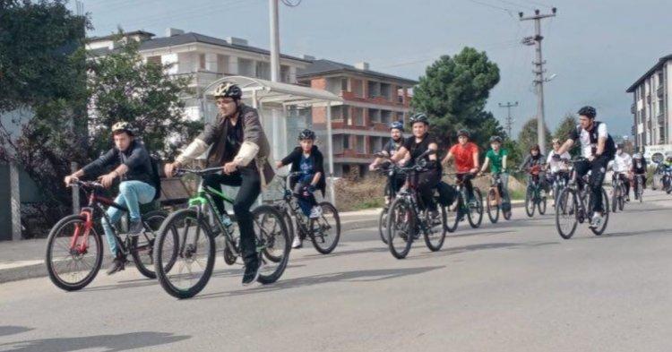 'Trafikte bizde varız' sloganı ile 12 kilometre pedal bastılar!